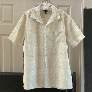 Van Heusen short sleeve button down shirt. LG